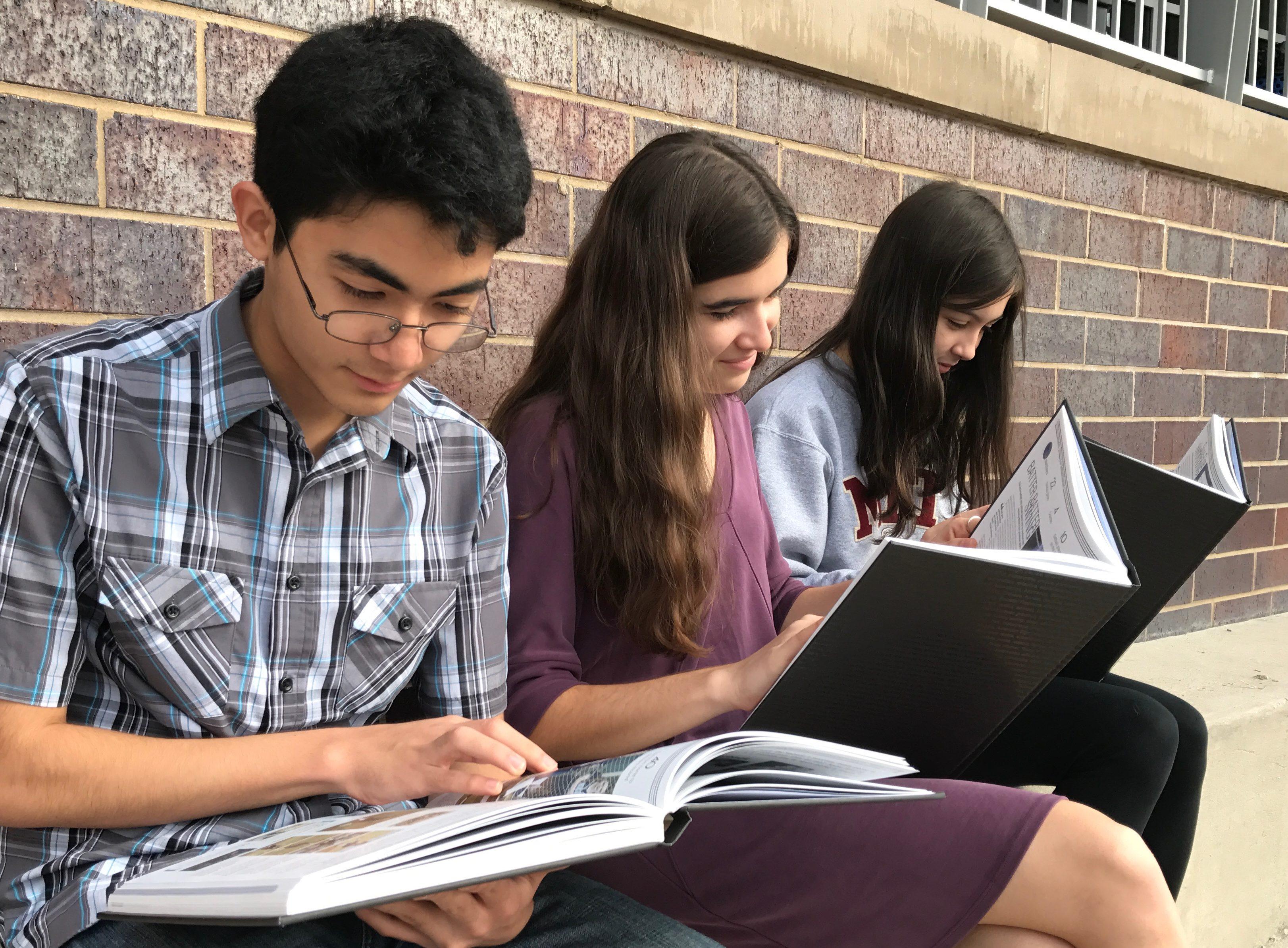 Upcoming Senior Yearbook Deadlines /  Próximas fechas límite para el anuario del último año